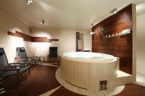 eksklusivt bad med innebygd badekar