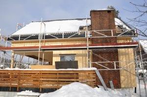 utskifting av utvendig panel, ny veranda og legging av nytt tak